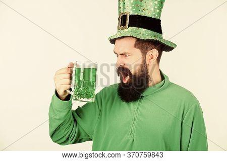Irish Until I Pass Out. Hipster In Leprechaun Hat Holding Beer Mug. Irish Man With Beard Drinking Gr