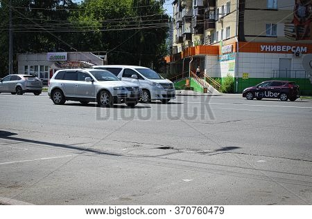 Chelyabinsk, Russia-june 09, 2020: A City Street With A Motorway And Cars In The Summer, With Shops