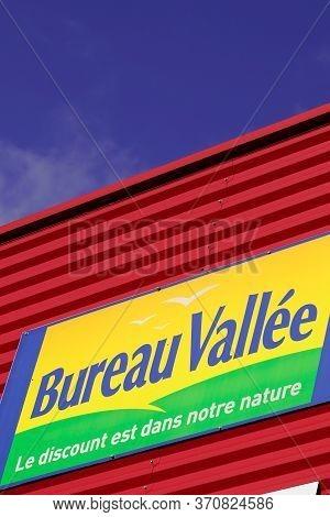 Bordeaux , Aquitaine / France - 10 23 2019 : Shop Bureau Vallee Logo Store Sign Panel For Office Sup