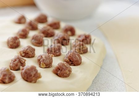 Prepare Homemade Dumplings On The Table, Sprinkled With Flour. Dumplings With Minced Meat Sculpts Co