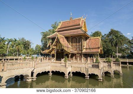 Thailand Chiang Saen Wat Phra That Pha Ngao