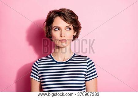 Closeup Photo Of Attractive Interested Lady Short Hairdo Clever Eyes Look Side Empty Space Wondered