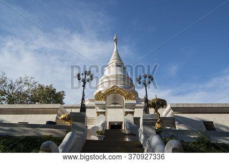 Thailand Chiang Saen Wat Phra Borommathat