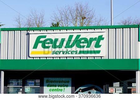 Bordeaux , Aquitaine / France - 03 15 2020 : Feu Vert Services Shop Logo Sign French Automotive Repa