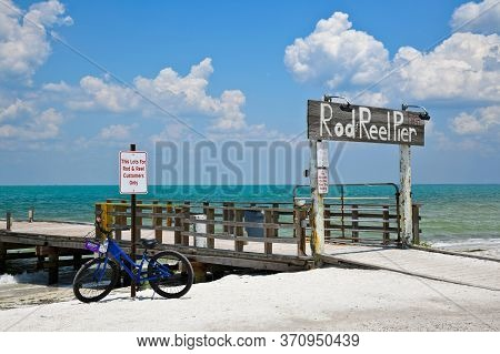 Anna Maria Island, Fl / Usa - May 15, 2019: Rod And Reel Fishing Pier And Restaurant On Anna Maria I