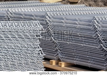 Warehousing Of Panels Of Welded 3d Wire Fence