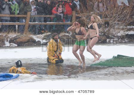 Frozen Dead Guy Days 2009 Polar Plunge