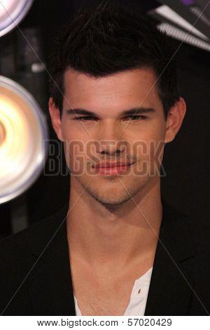 Taylor Lautner at the 2011 MTV Video Music Awards Arrivals, Nokia Theatre LA Live, Los Angeles, CA 08-28-11