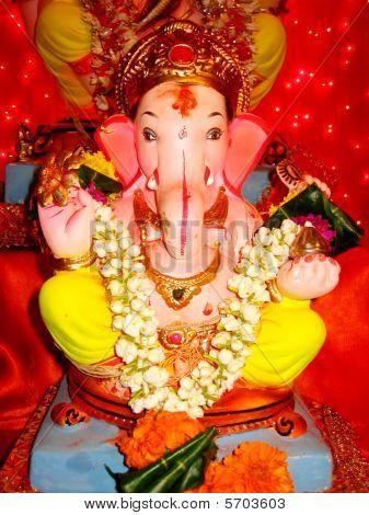 schöne und bunten Idol von einem Lord Ganesha