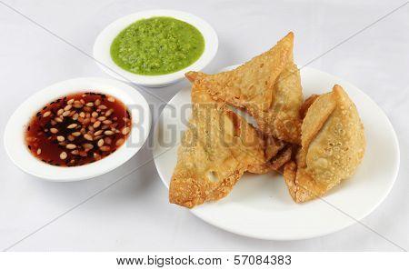 samosas and chutney