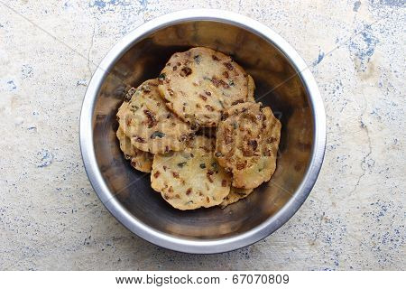 Indian Savories made from rice flour, semolina, chopped onions, salt & chilly called Maddur Vade