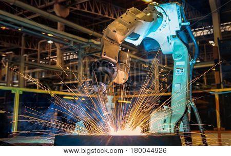 Robot is test run welding new program