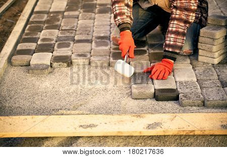 Construction of road coverings of blocks on the road section.