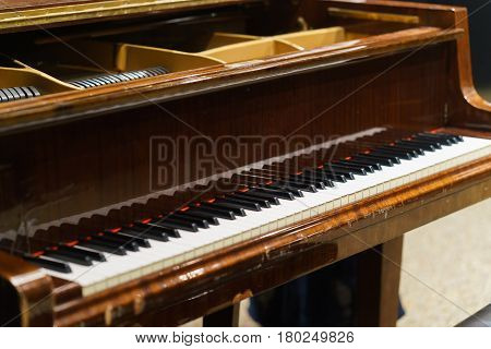 classic key piano. brown classic a piano.