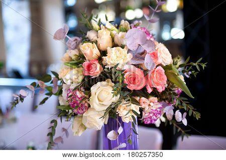 Flower arrangement in a vase at the wedding banquet