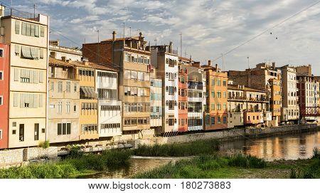 Girona (Gerona Catalunya Spain): old colorful houses along the Onyant river