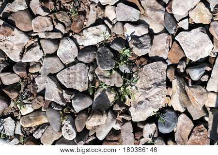 crushed stone with impregnations of river pebble