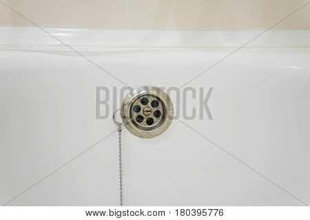 Overflow prevention device with chain in bathtub