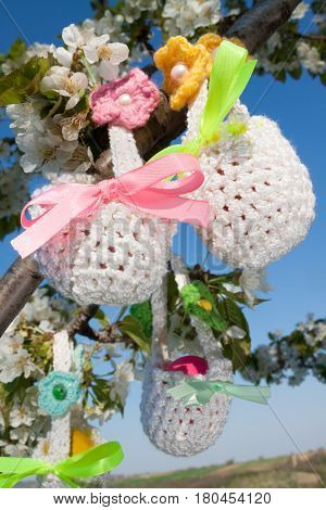 beautiful small knitted baskets for Easter outdors