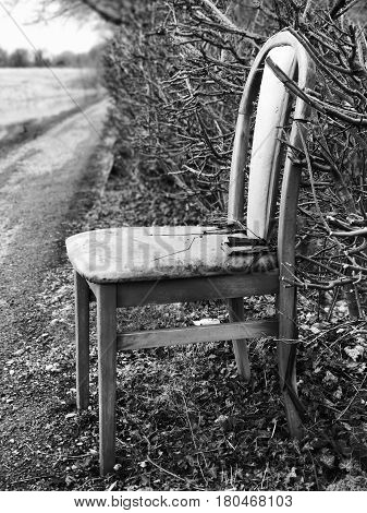 Old chair abandoned on the Shropshire Union Canal towpath, Upton-by-Chester (UK)