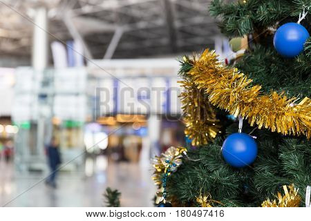 Christmas tree in the airport and Flight schedule information board in the background