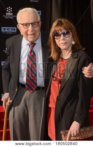 LOS ANGELES - APR 6:  Walter Mirisch, Lee Grant at the 2017 TCM Classic Film Festival Opening Night Red Carpet at the TCL Chinese Theater IMAX on April 6, 2017 in Los Angeles, CA