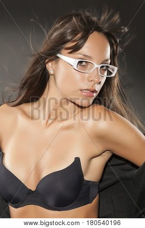 Attractive girl posing in the studio .