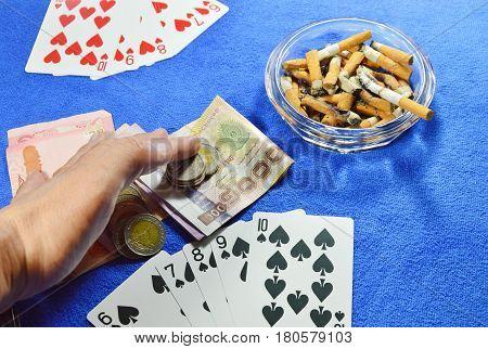 winner poker game grabbing all money on table