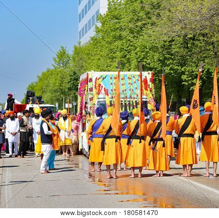 Vicenza, Vi, Italy - April 8, 2017: Barefooted Men With Turbans And Scimitars At The Ceremony Of The