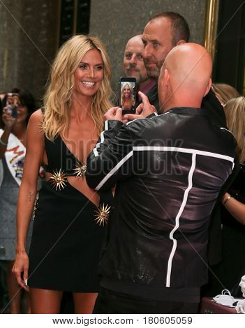 NEW YORK-AUG 11: Model Heidi Klum (L) poses for Howie Mandel at the 'America's Got Talent' season 10 taping at Radio City Music Hall on August 11, 2015 in New York City.