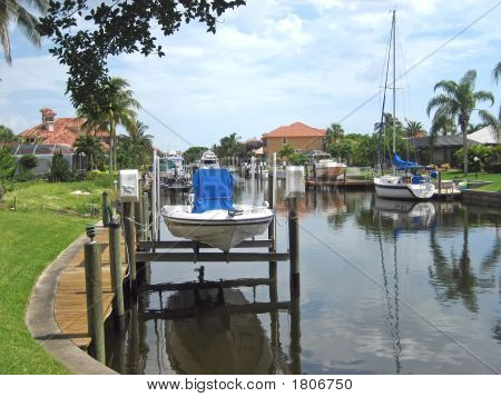 Tropical Homes On Canal With Boats 4