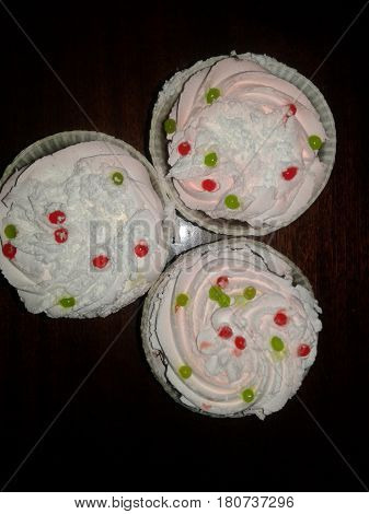 Cake - confection small sweet pastry usually stuffed with pastry cream, pieces of various forms of art surfaced portions confectionery. They are like cakes - the bulk of their calorie sweets and cream accounted for