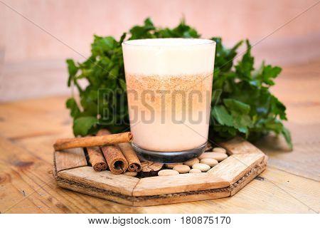 Сыроедческое молочко из пророщенной пшеницы и моркови, лимонного сока и м