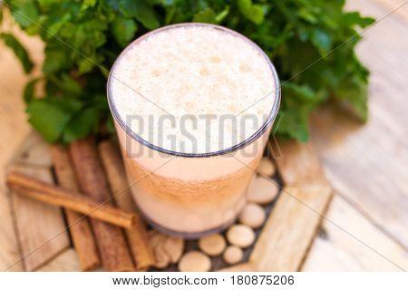 Молочко из пророщенной пшеницы и моркови, лимонного сока и меда