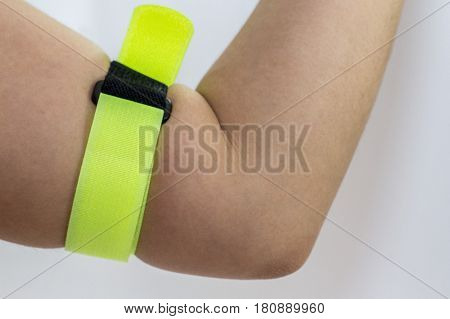 View of model wear reflective slap band wristband armband visibilty.Its are a very good safety clothing for any outdoor sport at night & will visible for drivers while running,biking,walking,jogging,etc.
