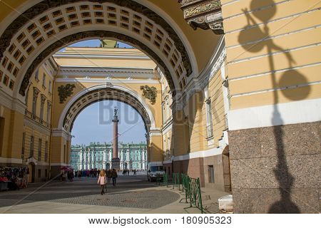 St. Petersburg-10.04.2017: The Palace Square. Sculptures on the roof. Ensembles of architecture of St. Petersburg