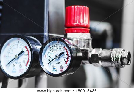 New pressure measuring device pressure gauges on the compressor. Manometer