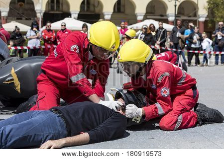 First Aid, Victim Liberation In An Car Accident
