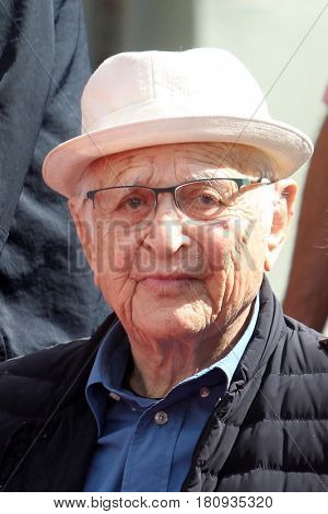 LOS ANGELES - APR 7:  Norman Lear at the Carl and Rob Reiner Hand and Footprint Ceremony at the TCL Chinese Theater IMAX on April 7, 2017 in Los Angeles, CA
