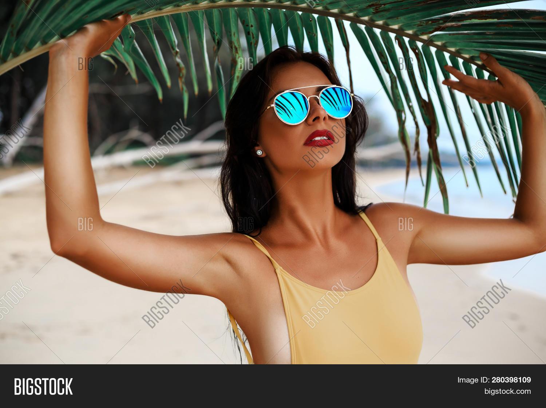 Sexy island models