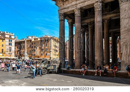 Rome, Italy - September 30 2018: Tourists Crowd The Piazza Della Rotonda As They Visit The Ancient P