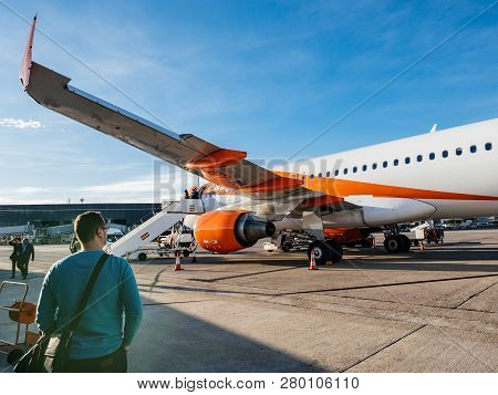 Basel, Switzerland - Nov 11, 2018: Male Passenger Looking At The Easyjet Airbus A320-214 Oe-ijr Airc