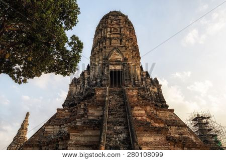 Wat Chaiwatthanaram Prang