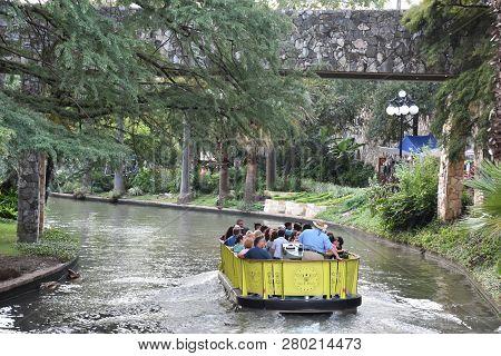 San Antonio, Tx - Oct 14: Riverboat On The Riverwalk In San Antonio, Texas, As Seen On Oct 14, 2018.