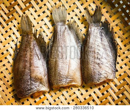 Sun Dried Fish / Trichogaster Pectoralis Fish Dry With Spawn On Bamboo Basket