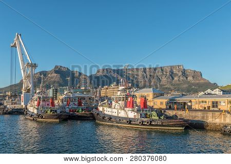 Cape Town, South Africa, August 9, 2018: The Harbor And The Victoria And Alfred Waterfront In Cape T