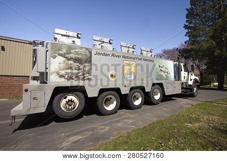 Brimley, Michigan, Usa - May 5, 2016: Us Fish And Wildlife Semi Truck Preparing To Transport Fish Fr