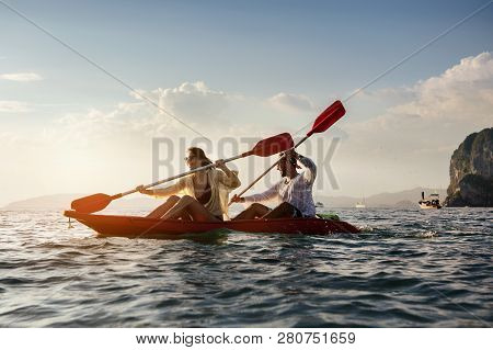 Happy Coulple Walk Kayak Kayaking Sea Canoeing
