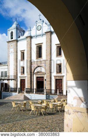 Praca Do Giraldo, Main Square Of Evora, City Of The Alentejo Region In Portugal, Famous For Its Trad