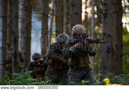 Modern warfare Soldiers  Squad Running as Team in Battle Formation